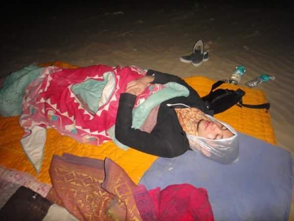 4.砂漠で睡眠(ものすごく寒い)