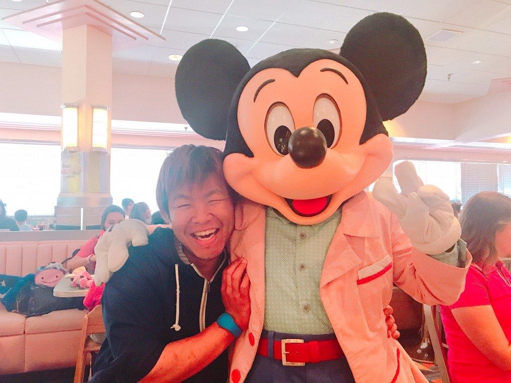 ⑨カナダからアメリカにも旅行に行きました。ウォルトディズニーワールドでミッキーとパチャリ