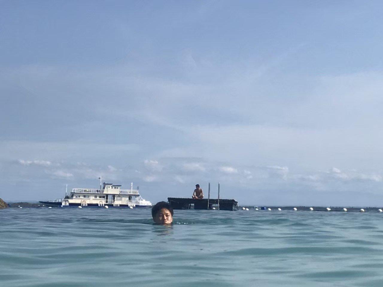 フィリピンで平泳ぎしてる山田