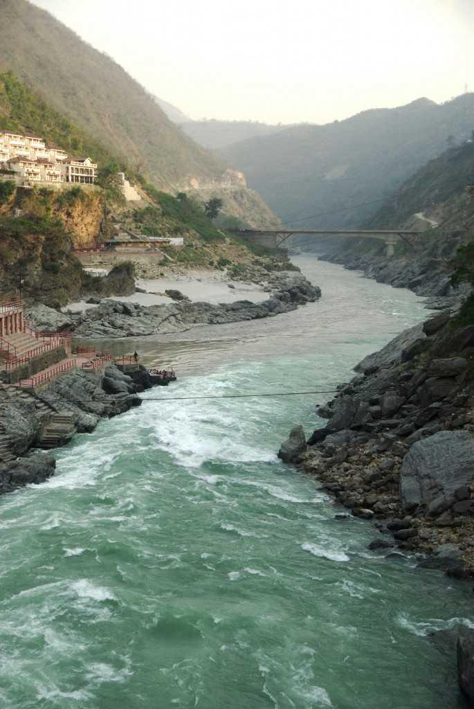 ガンジスがはじまる川の合流点・デウプラヤグ