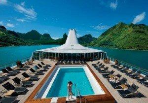 Paul_Gauguin_cruise_ship_2