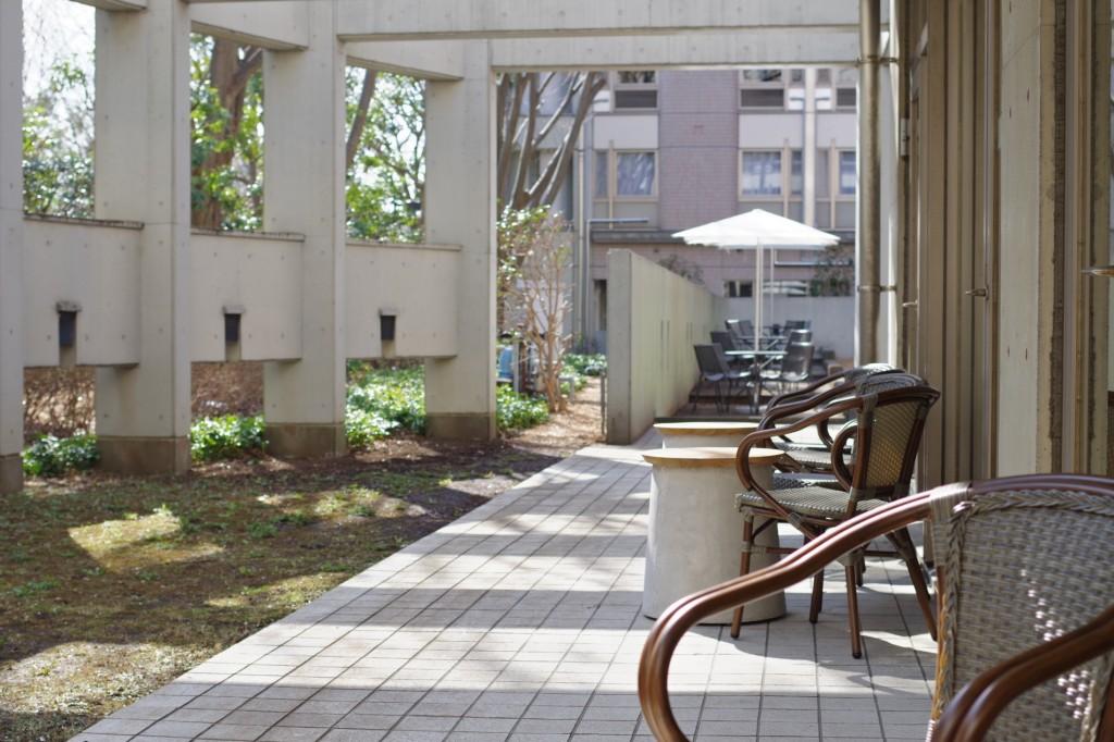 カフェスペース。中庭