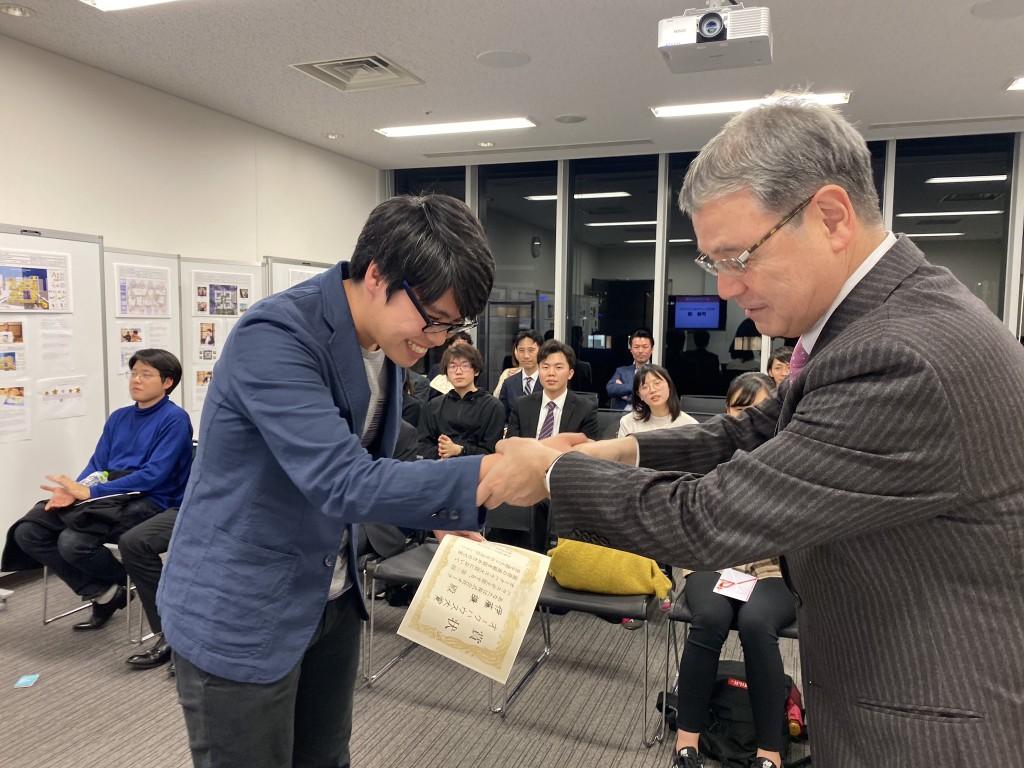 コンペ伊藤さん握手