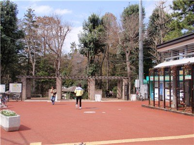 Entrance to the park in front of the station