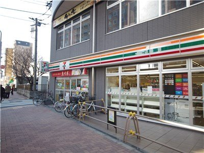 1 minutes walk to Seven-Eleven