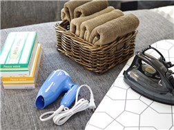 Towels、 hair dryer、 iron、 tissue