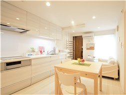 guesthouse sharehouse 오크 테라스 산겐자야 building24